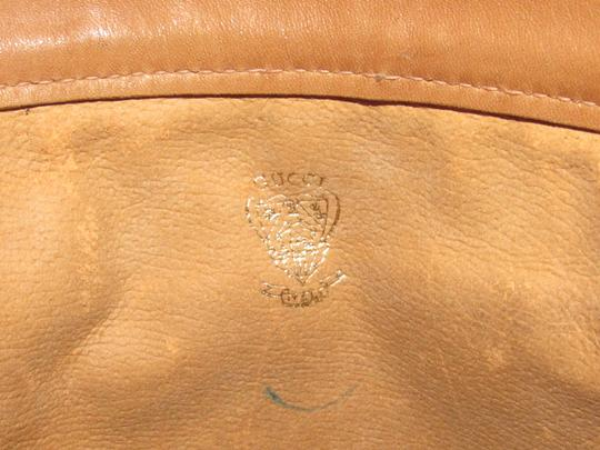 Gucci Mint Vintage Rare Early High-end Bohemian Or Clutch Great For Everyday Tote in olive green suede and camel leather Image 7