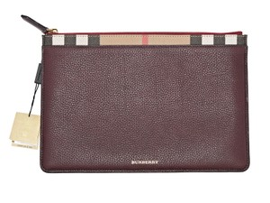 8feb73a4ca7 Burberry Clutches - Up to 70% off at Tradesy
