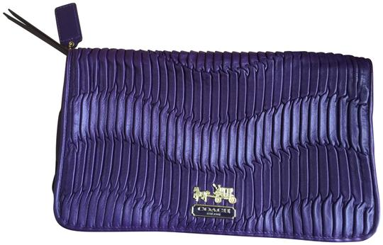 Preload https://img-static.tradesy.com/item/23210717/coach-gathered-purple-leather-clutch-0-1-540-540.jpg