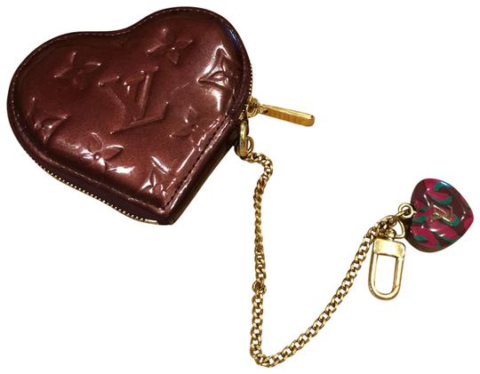 Preload https://img-static.tradesy.com/item/23211507/louis-vuitton-burgundy-vernis-heart-coin-purse-wallet-0-1-540-540.jpg