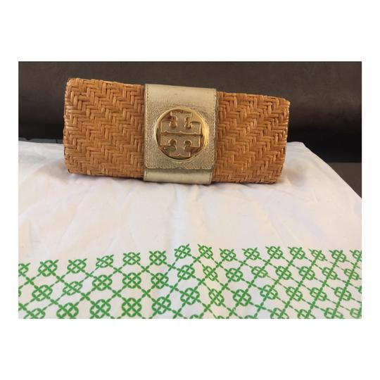 Preload https://img-static.tradesy.com/item/23211517/tory-burch-rattan-wicker-and-leather-clutch-0-1-540-540.jpg