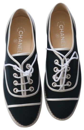 Preload https://img-static.tradesy.com/item/23211975/chanel-navy-blue-canvas-cotton-lace-up-oxford-espadrille-tennis-flats-size-eu-39-approx-us-9-regular-0-1-540-540.jpg