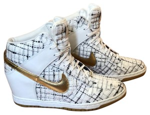 sports shoes db816 4b36f Nike sail and metallic gold Athletic