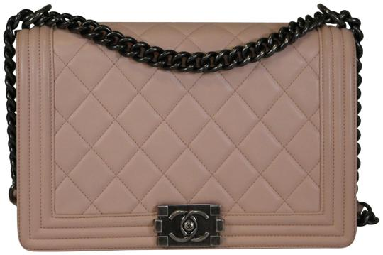 Preload https://img-static.tradesy.com/item/23212453/chanel-boy-new-medium-light-pink-lambskin-shoulder-bag-0-1-540-540.jpg