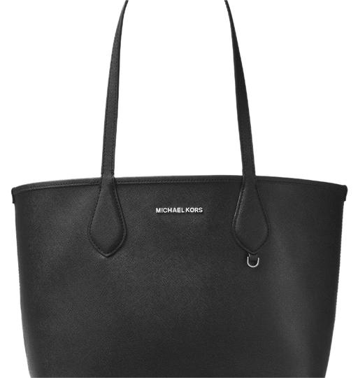 Preload https://img-static.tradesy.com/item/23212834/michael-kors-reversible-black-black-grey-safiano-tote-0-1-540-540.jpg