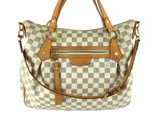 e301581af988 Louis Vuitton White Bags - Up to 70% off at Tradesy