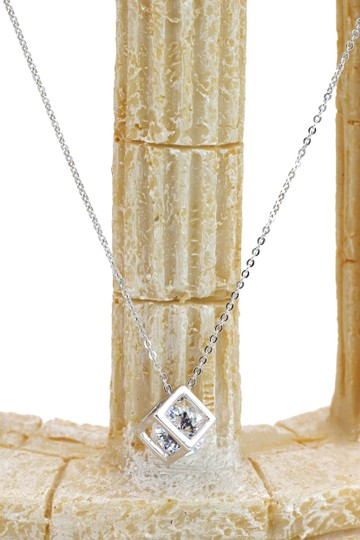 Ocean Fashion Cube crystal silver necklace Image 1