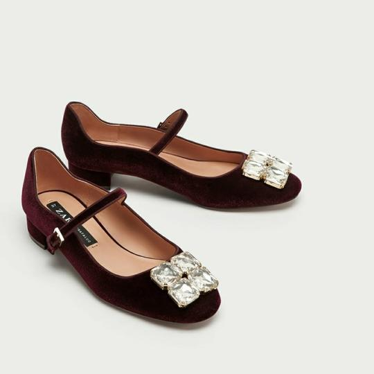 Preload https://img-static.tradesy.com/item/23215819/zara-burgundy-7266-flats-size-us-6-regular-m-b-0-0-540-540.jpg