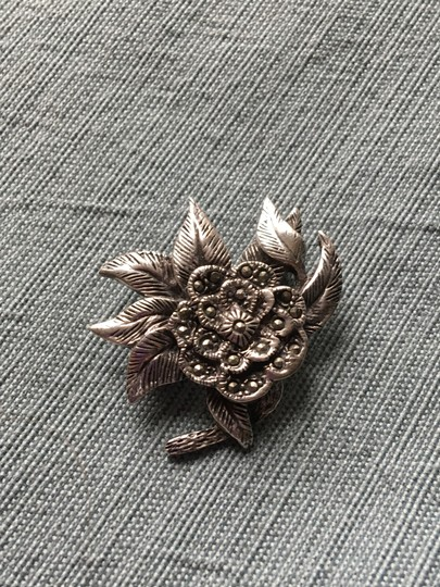 Other stunning vintage genuine marcasite and sterling silver brooch pin Image 4