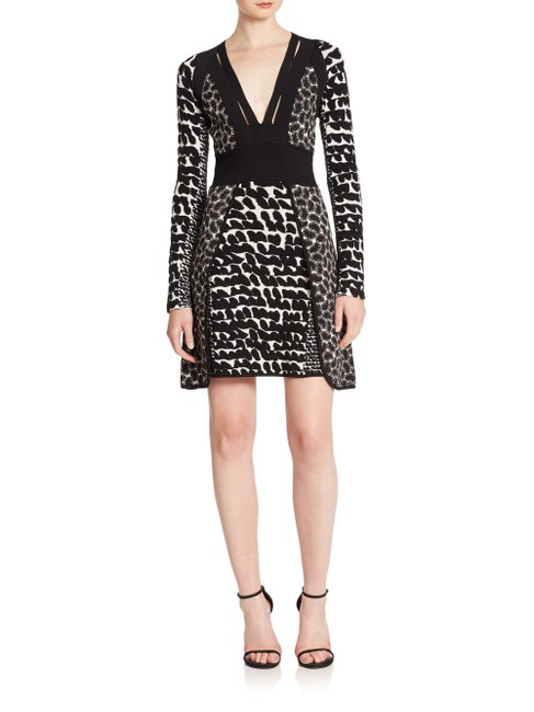 Item - Black and White Mixed-media Fit-&-flare Short Cocktail Dress Size 12 (L)