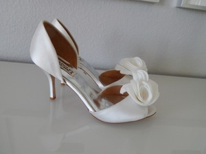 Badgley Mischka White Blossom Open Toe D'orsay Pump Formal Size US 8