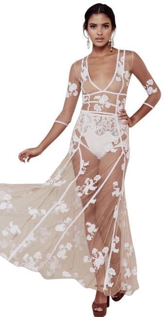 Item - White/Nude Elenora Tulle Long Casual Maxi Dress Size 8 (M)