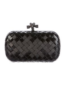 Bottega Veneta Intrecciato Leather Knot Knot Evening black Clutch