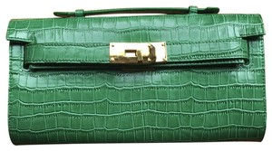 Ashneil Green Clutch