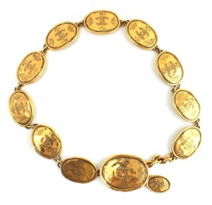 Chanel RARE CC 12 motif oval medallion crown gold necklace