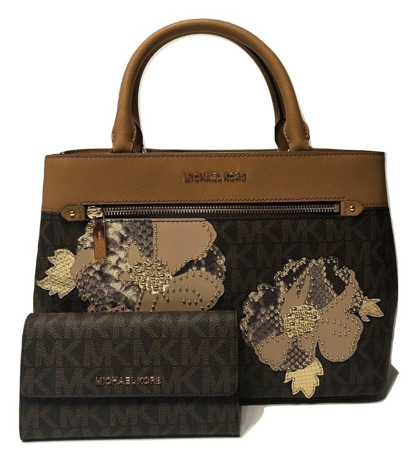 Michael Kors Set Of 2 Items Handbag And Wallet Hailee Trifold Satchel In Signature Mk
