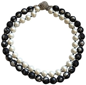 White House | Black Market WHBM Black and White Pearl Necklace