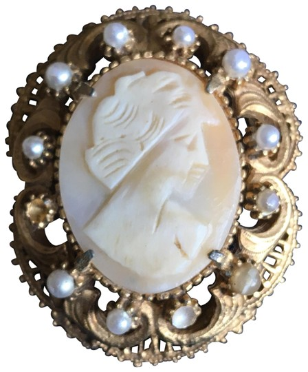 Preload https://img-static.tradesy.com/item/23241847/florenza-gold-and-cream-vintage-broochpin-cameo-with-faux-pearls-0-1-540-540.jpg