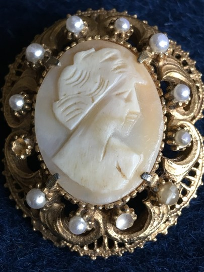 Florenza Florenza Vintage Brooch/Pin Cameo with Faux Pearls