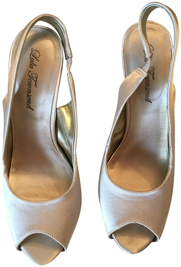 Preload https://item2.tradesy.com/images/lulu-townsend-pale-beige-satin-stiletto-formal-shoes-size-us-85-regular-m-b-23242121-0-1.jpg?width=440&height=440