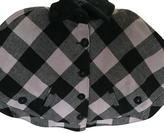 Preload https://img-static.tradesy.com/item/23242191/gray-black-plaid-wool-knit-ponchocape-size-12-l-0-1-650-650.jpg
