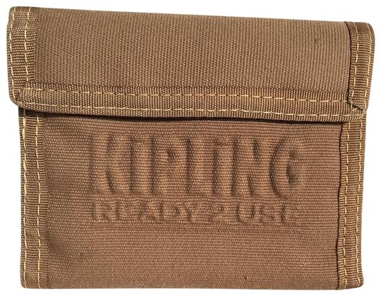Preload https://img-static.tradesy.com/item/23242569/kipling-tan-ready-2-use-velcro-with-keyhole-wallet-0-1-540-540.jpg