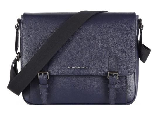 Preload https://img-static.tradesy.com/item/23242753/burberry-ellison-crossbody-navy-leather-messenger-bag-0-0-540-540.jpg