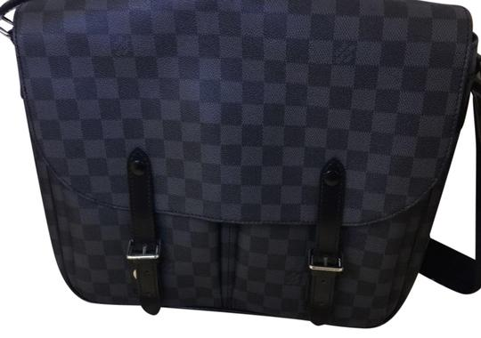 Preload https://img-static.tradesy.com/item/23243346/louis-vuitton-gm-size-blue-damier-leather-and-canvas-cross-body-bag-0-1-540-540.jpg