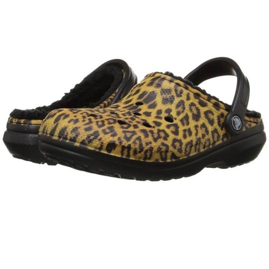 Preload https://img-static.tradesy.com/item/23243601/crocs-unisex-dual-comfort-flats-size-us-9-regular-m-b-0-0-540-540.jpg