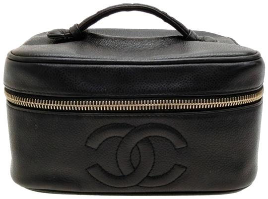 Preload https://img-static.tradesy.com/item/23244397/chanel-vanity-case-caviar-cc-logo-227588-black-leather-satchel-0-1-540-540.jpg
