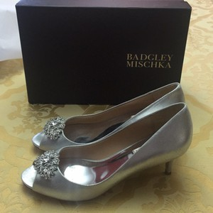 Badgley Mischka Silver Layla Pumps Size US 8.5 Regular (M, B)