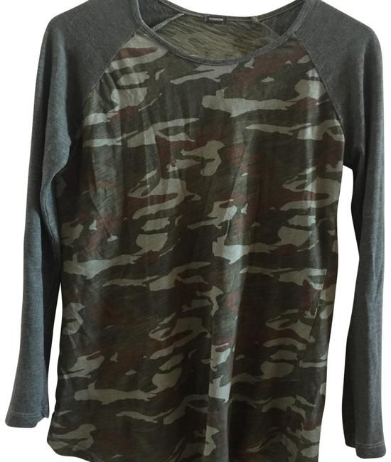 Item - Camouflage Print Body; Olive Sleeves Unknown Tee Shirt Size 4 (S)