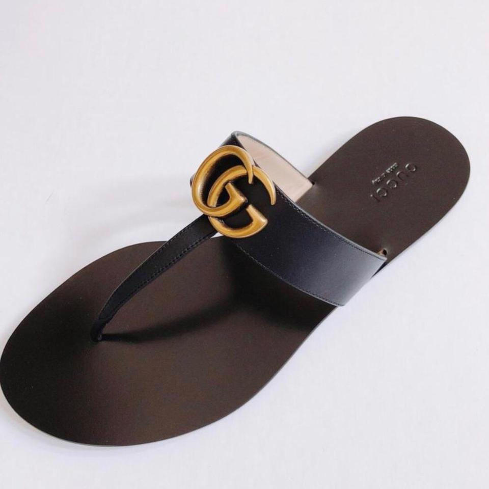 9cc467cae38 Gucci Black Marmont 2018 Leather Thong with Double Gg Gold Logo Sandals  Size US 10.5 Regular (M