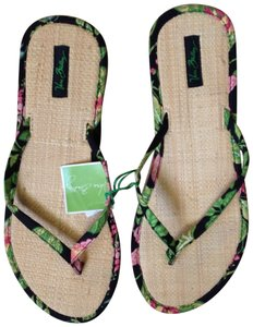 c2a547f6bcea Vera Bradley Sandals - Up to 90% off at Tradesy
