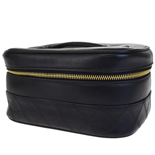 Preload https://img-static.tradesy.com/item/23254670/chanel-black-cc-quilted-vanity-leather-italy-vintage-cosmetic-bag-0-0-540-540.jpg