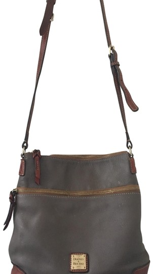 Preload https://img-static.tradesy.com/item/23254770/dooney-and-bourke-elephant-grey-leather-cross-body-bag-0-1-540-540.jpg