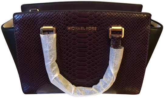 Preload https://img-static.tradesy.com/item/23255923/michael-kors-selma-medium-purple-black-snakeskin-leather-satchel-0-1-540-540.jpg