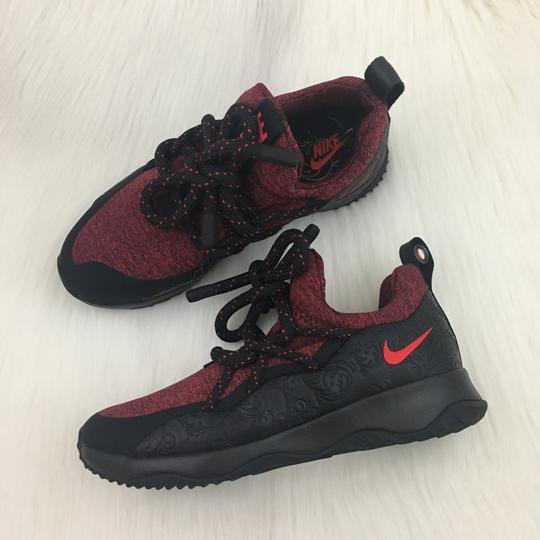 Preload https://img-static.tradesy.com/item/23255931/nike-women-s-city-loop-knit-floral-sneakers-has-standout-style-with-it-s-sock-fit-and-unique-lacing-0-0-540-540.jpg