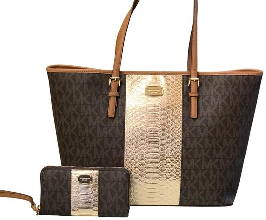 Preload https://img-static.tradesy.com/item/23256226/michael-kors-large-tote-center-stripe-with-matching-wallet-set-brown-pale-gold-pvc-signature-leather-0-1-540-540.jpg