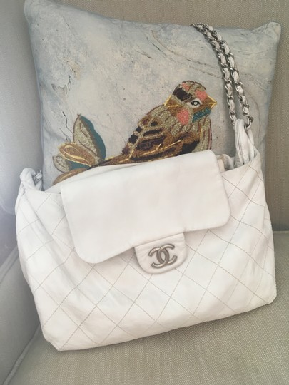 Preload https://img-static.tradesy.com/item/23256395/chanel-messenger-quilted-with-chain-white-lambskin-leather-messenger-bag-0-0-540-540.jpg