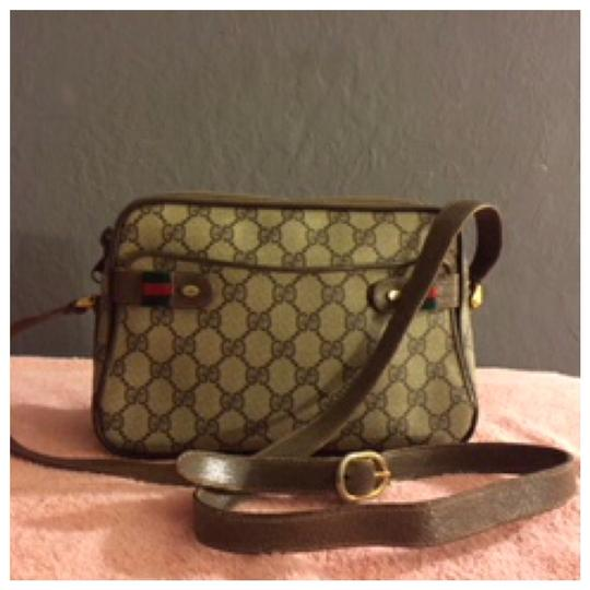 Preload https://img-static.tradesy.com/item/23256487/gucci-vintage-monogram-logp-brown-leather-cross-body-bag-0-0-540-540.jpg