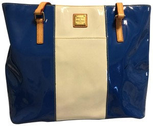 Dooney Bourke Tote In Blue And White