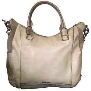 Vince Camuto Tote in camel Brown