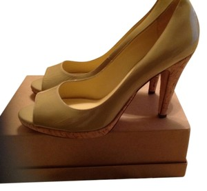 Saks Fifth Avenue Tan patent leather Pumps