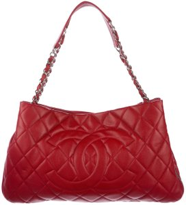 Chanel Gst Classic Flap Grand Shopping Expandable Zip 11p 12a Tote in Red