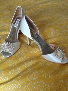 "Badgley Mischka Ivory ""Lacie"" Embellished Satin Pumps Size US 8.5 Regular (M, B)"