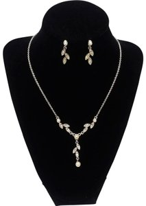Avon White Wedding Bead Y-necklace & earrings Gift Set