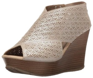 Kenneth Cole Reaction Nude shimmer with touch of pink Wedges