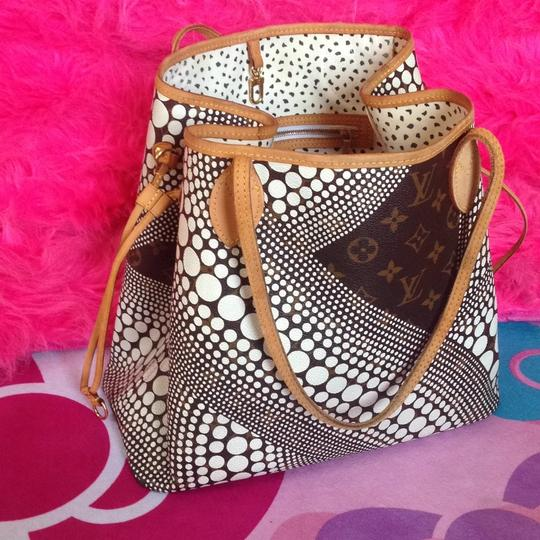 Louis Vuitton Sold Out Collectors Limited Edition Rare Neverfull Tote in White Pumpkin Dots Monogram Image 2