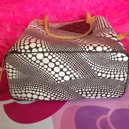 Louis Vuitton Sold Out Collectors Limited Edition Rare Neverfull Tote in White Pumpkin Dots Monogram Image 4